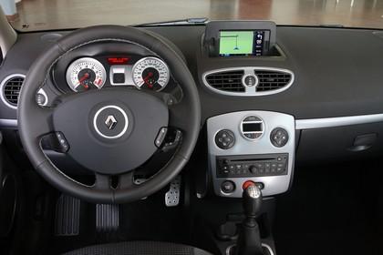 Renault Clio Grandtour R Facelift Innenansicht Vordersitze und Armaturenbrett fahrerseitig