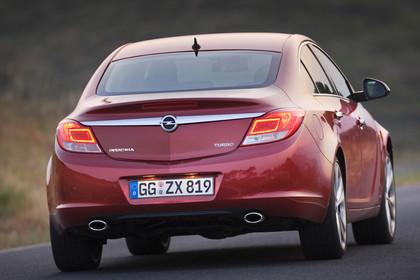 Opel Insignia A  Aussenansicht Heck dynamisch rot