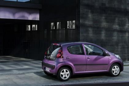 Peugeot 107 P Facelift Fünftürer Aussenansicht Seite schräg statisch violett