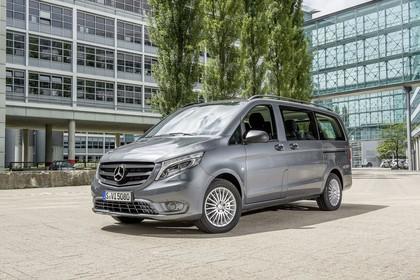 Mercedes-Benz Vito Tourer W447 Aussenansicht Front schräg statisch grau