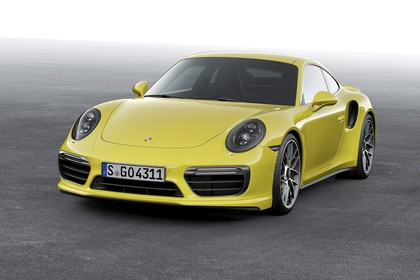 Porsche 911 Turbo S 991.2 Aussenansicht Front schräg statisch Studio gelb