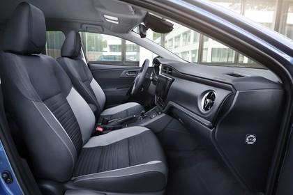 Toyota Auris Hybrid Schrägheck E18 Innenansicht statisch Vordersitze und Armaturenbrett beifahrerseitig