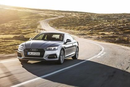Audi A5 Coupe Aussenansicht Front schräg dynamisch silber
