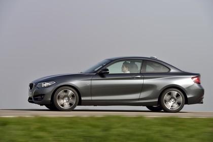 BMW 2er Coupe F22 Aussenansicht Seite dynamisch grau