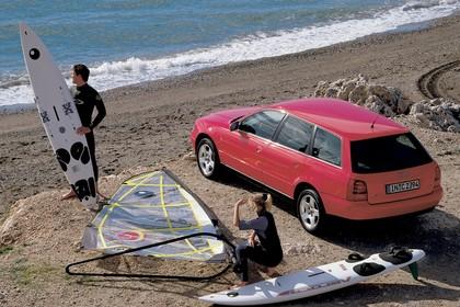 Audi A4 Avant B5 Aussenansicht Heck schräg erhöht statisch rot