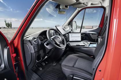 Opel Movano Kastenwagen Innenansicht statisch Sitze und Armaturenbrett fahrerseitig