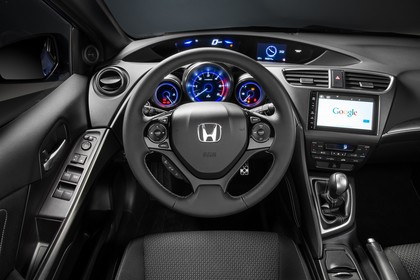 Honda Civic 9 Fünftürer Innenansicht statisch Studio Fahrersitze Lenkrad und Armaturenbrett fahrerseitig