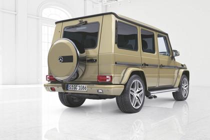 Mercedes-Benz G-Klasse W463 Aussenansicht Heck schräg Studio statisch beige