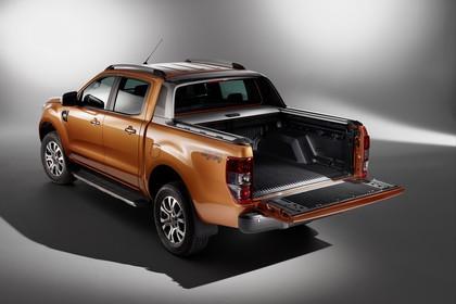 Ford Ranger 2AB Aussenansicht Heck schräg statisch Studio orange