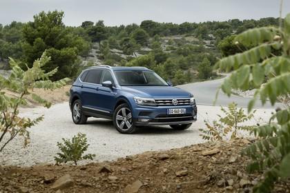 VW Tiguan Allspace AD Aussenansicht Front schräg statisch blau