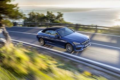 Mercedes-Benz C-Klasse Cabriolet A205 Aussenansicht Seite schräg erhöht dynamisch blau