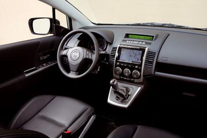 Mazda 5 Innenansicht statisch studio Vordersitze und Armaturenbrett beifahrerseitig