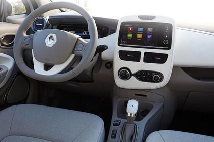 Renault ZOE Innenansicht statisch Vordersitze und Armaturenbrett beifahrerseitig