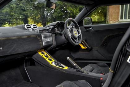 Lotus Evora 410 Sport Innenansicht statisch Vordersitze und Armaturenbrett beifahrerseitig
