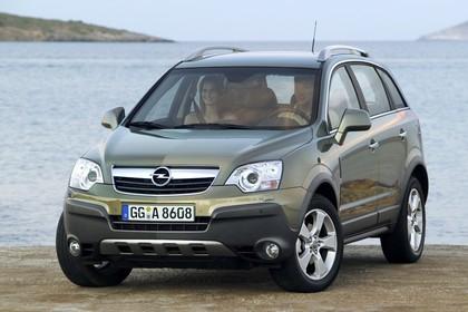 Opel Antara L-A Aussenansicht Front schräg statisch grün