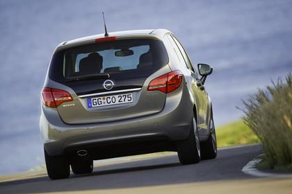 Opel Meriva B Aussenansicht Heck dynamisch grau