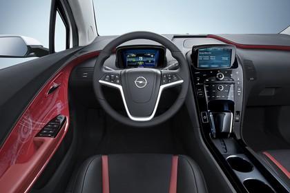 Opel Ampera Innenansicht Fahrerposition Studio statisch schwarz rot