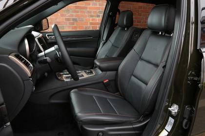 Jeep Grand Cherokee WL Innenansicht Fahrer und Beifahrersitz
