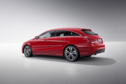 Mercedes CLA Shooting Brake X117 Aussenansicht Seite Studio statisch rot
