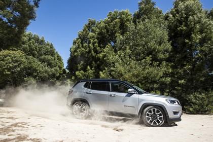 Jeep Compass Aussenansicht Seite schräg dynamisch weiss