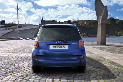 Toyota Verso-S XP12 Aussenansicht Heck statisch blau
