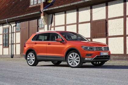 VW Tiguan 2 Aussenansicht Front schräg statisch rot