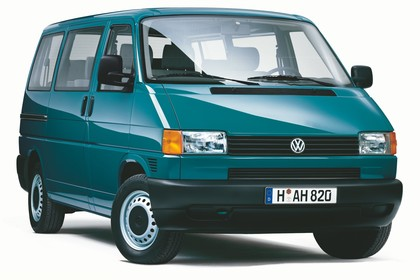 VW T4 Transporter Aussenansicht Front schräg statisch Studio grün