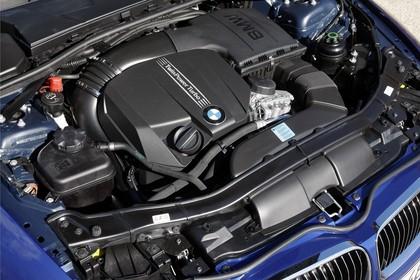 BMW 3er Cabriolet LCI Aussenansicht Front schräg erhöht statisch Motorhaube geöffnet Detail Motor
