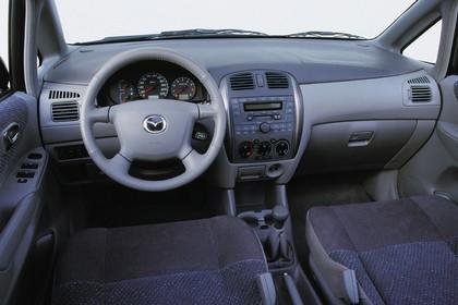 Mazda Premacy CP Innenansicht statisch Studio Vordersitze und Armaturenbrett fahrerseitig
