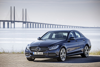 Mercedes C-Klasse W205 C350 Plug-in Hybrid Aussenansicht Front schräg statisch blau