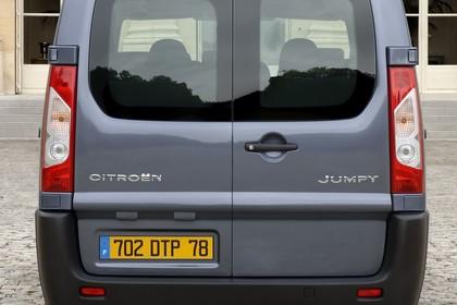 Citroën Jumpy II Aussenansicht Heck statisch grau