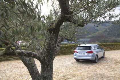 Opel Astra K Sports Tourer Aussenansicht Heck statisch silber