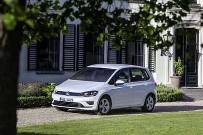 VW Golf Sportsvan Aussenansicht Front schräg statisch weiss
