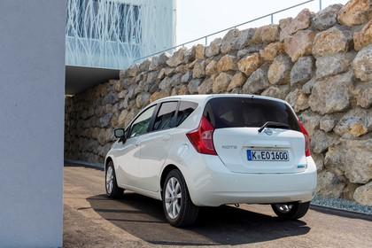 Nissan Note E12 Aussenansicht Heck schräg statisch weiss