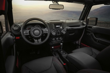 Jeep Wrangler Unlimited JK Innenansicht Armaturenbrett und Fordersitze Fahrerseite statisch