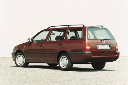 VW Golf 3 Variant 1H Aussenansicht Seite schräg statisch braun