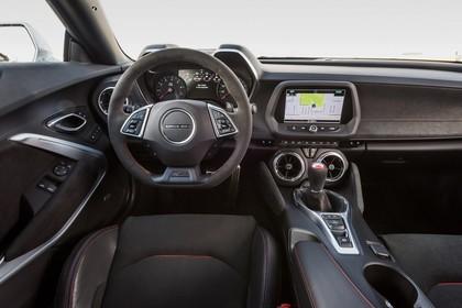 Chevrolet Camaro ZL1 Innenansicht statisch Vordersitze und Armaturenbrett fahrerseitig
