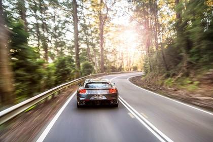 Ferrari GTC4 Lusso Aussenansicht Heck dynamisch grau