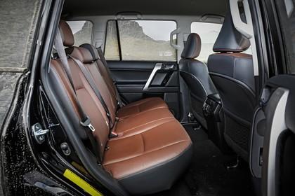 Toyota Land Cruiser J15 Innenansicht Detail statisch schwarz braun Rückbank