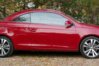 VW Eos 1F Aussenansicht Seite statisch rot