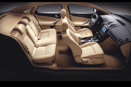 Ford Mondeo Mk4 Innenansicht statisch Studio Rücksitze Vordersitze und Armaturenbrett beifahrerseitig