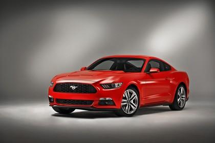 Ford Mustang Coupe LAE Aussenansicht Front schräg statisch Studio rot