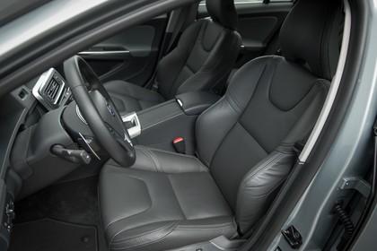 Volvo S60 F Innenansicht statisch Studio Vordersitze unr Armaturenbrett fahrerseitig