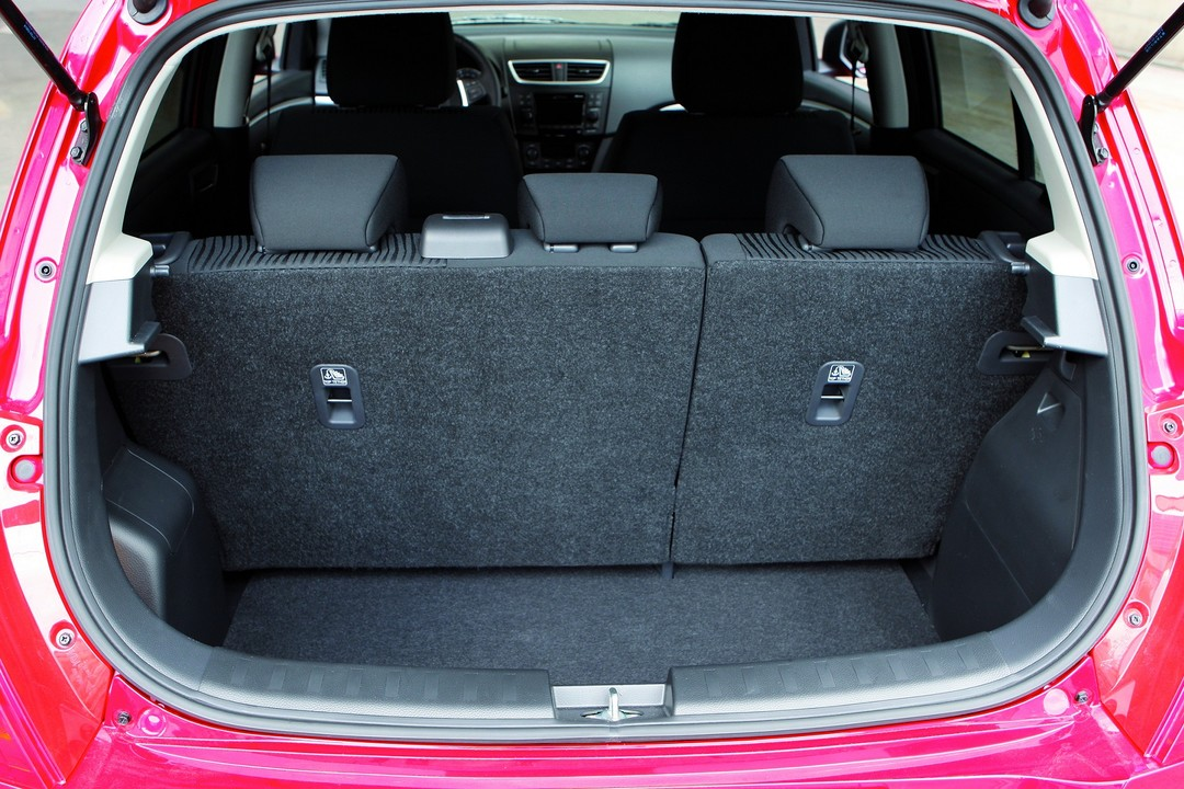 Suzuki Swift NZ Innenansicht Statisch Kofferraum