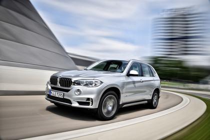 BMW X5 Facelift Aussenansicht Front schräg dynamisch silber