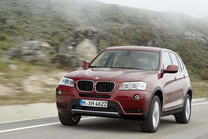 BMW X3 F25 Aussenansicht Front schräg dynamisch rot