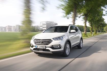 Hyundai Santa Fee DM Aussenansicht Front schräg dynamisch weiß