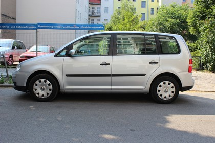 VW Touran 1T Facelift Aussenansicht Seite statisch silber