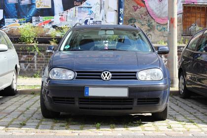 VW Golf IV Variant Aussenansicht Front statisch dunkelblau