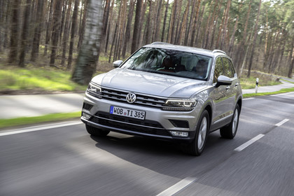 VW Tiguan 2 Aussenansicht Front schräg dynamisch silber